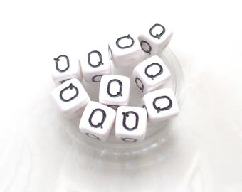 10 pearls Alphabet Q 10 * 10mm acrylic