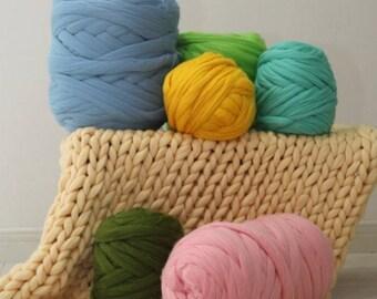 Super giant yarn. Soft yarn for knitting with hands. 100% Merino. Yarn for hand knitting. Chunky wool knit.