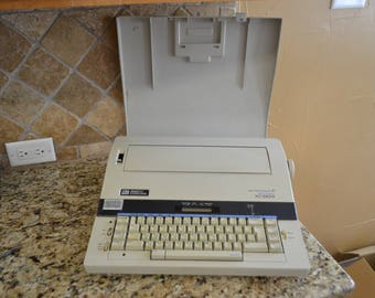 Vintage Smith Corona XD 5500 Electric Typewriter With Cover