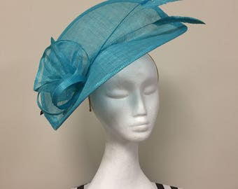 Aqua stunning fascinator perfect for race days, weddings or any special occasion.