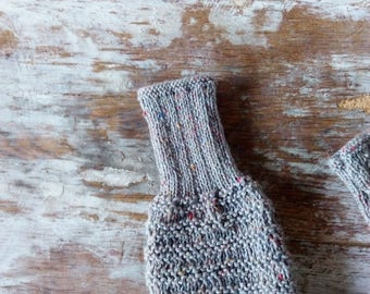 Short gray mittens for women, handmade