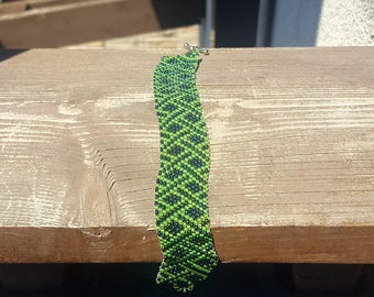 Green Basket Weave Seed Bead Bracelet