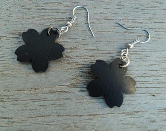 Flower earring in recycled bicycle inner - dangling - vegan leather earrings - fancy earrings