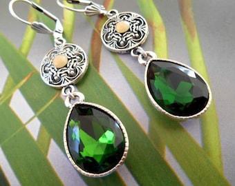 Earrings drop medieval pendant rhinestone green and silver metal.