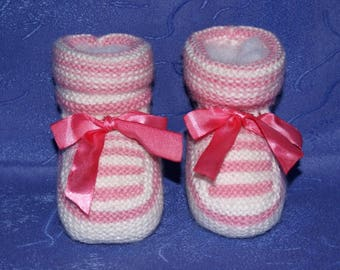 White and pink baby Bootie