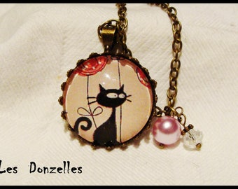 Round cabochon necklace - bronze cat-pink glass and finish.