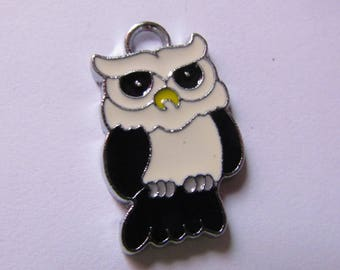 black and white OWL 24mmx15mm pendant