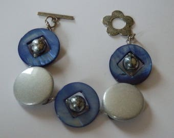 """Bracelet """"La Nuit"""" mother of pearl beads and buttons"""