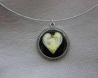 Round neck + pendant 3cm resin with flower heart of Mary round