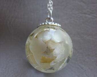 Necklace 77 cm + pendant Globe Earth 3 cm resin inclusion of everlasting dried flower
