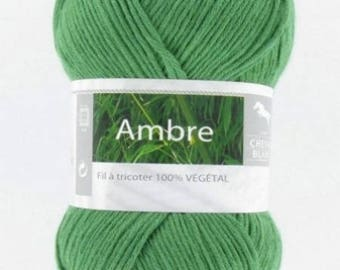 Yarn was amber green 080 horse white No.