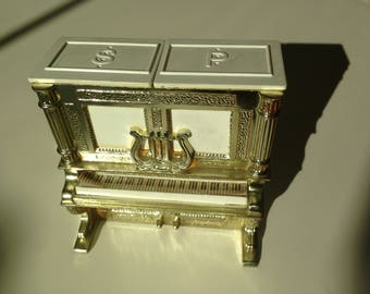 salt and pepper novelty piano collectible