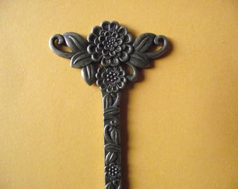 1 steampunk antique bronze flower print. 132 mm x 42 mm.