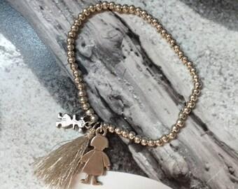 Bracelet beads and little girls
