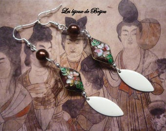 Earrings Asian style Burgundy and white cloisonne beads and epoxy metal shuttles
