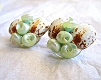 50s 60s Pale Green Pearl Shell & Mottled Bean Bead Earrings Tiki Hawaii Island Clip On