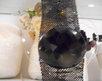 Bracelet tissé en pièce unique, fait de perles noires