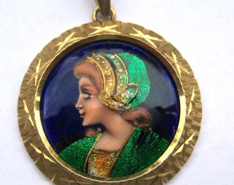 Gold Pendant with enamel