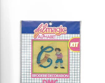"""Letter """"C"""" blue embroidery floss to customize a garment 3.5 x 3.5 cm"""