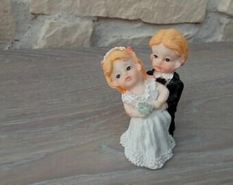 Couple in wedding figurine