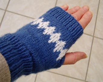 Mittens (fingerless glove) blue and white knitted by hand.