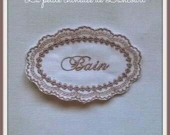Bath linen embroidered Medallion