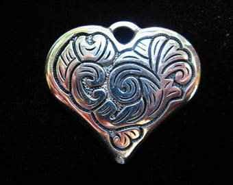 Beautiful pendant / large baroque pattern heart charm in antique silver