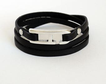 Bracelet leather black man with H - 3 turns hook clasp
