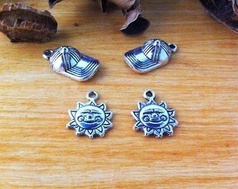 set of 4 mixed charms, theme Sun hats and smiling Suns