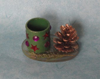table centerpiece, vase of Christmas pinecone RESERVE