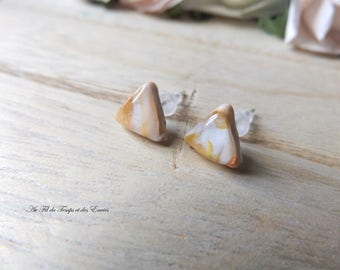 Earrings puce triangle mini Pink and white