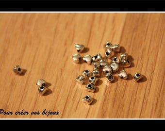 Set of 100 heart 4x3mm beads