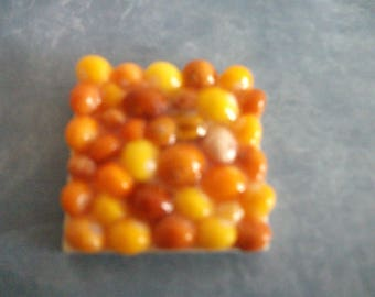 Square magnet with 4 cm x 4 cm with tiny shells painted shells