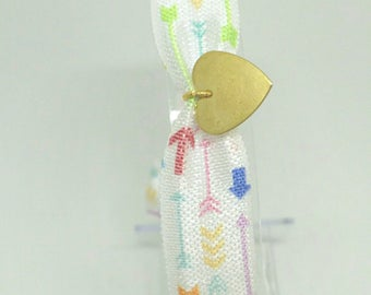 White summer elastic bracelet with multicolored arrows