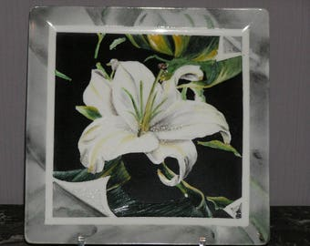 Porcelain white lily
