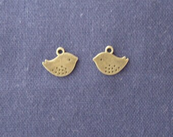 2 small bird charms in antique bronze