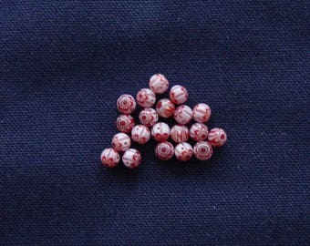 16 beads in red and white glass Millefiori 6 mm