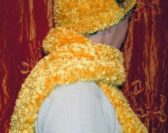 Knitted hat and scarf set in yellow wool