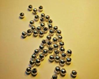 Round plastic beads