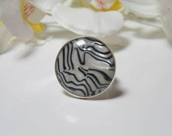Zebra ring consists of a style resin cabochon 25 mm