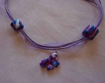 Necklace beaded with a bow