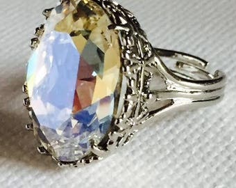 Antique style ring in Crystal with cabochon Crystal white Swarovski Element