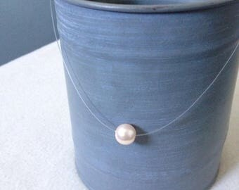 Invisible necklace White Pearl