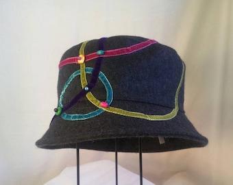 """Winter hat in wool felt """"bubbles"""""""