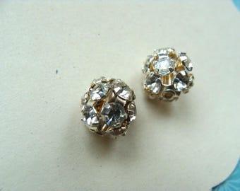 2 round white Swarovski pearls