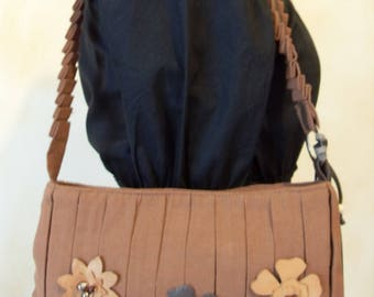 Handbag brown leather interchangeable flowers.