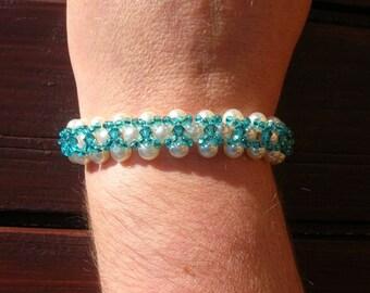 Bracelet had Pearly blue swarovski Pearl