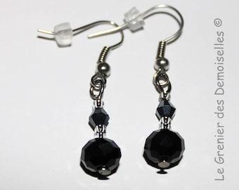 Pair of dangling earrings black crystal
