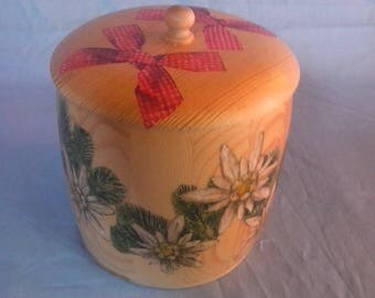 """A box or bonbonnière """"edelweiss and red gingham bows"""
