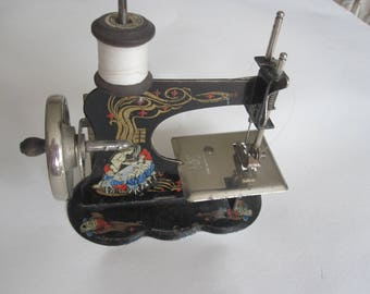 CASIGE sewing machine. Scallop base. Decorated with Snow White.